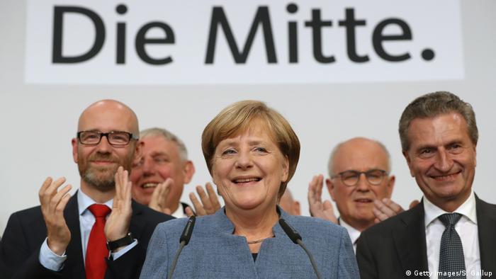 Merkel među suradnicima