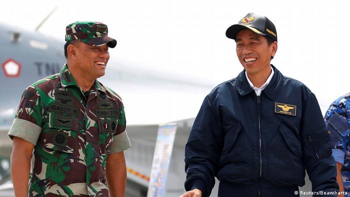 Indonesien Generalstabchef Gatot Nurmantyo und Präsident Joko Widodo (Reuters/Beawiharta)