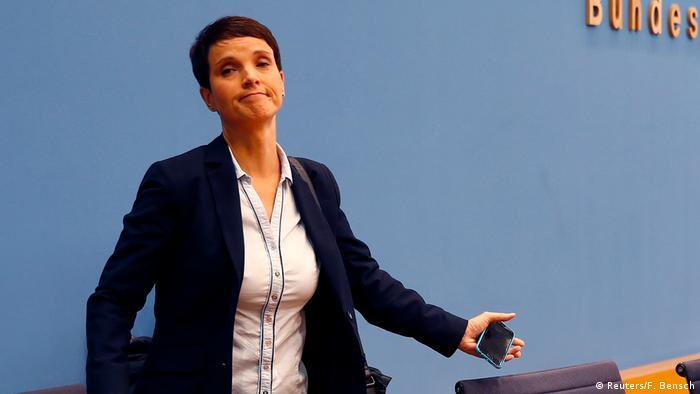 Frauke Petry anuncia que não vai integrar a bancada da AfD