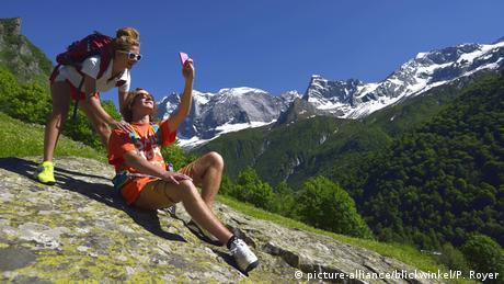 Zwei Wanderer machen Selfie