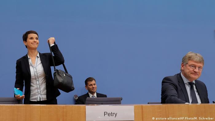 """زعيمة """"البديل"""" تنسحب من الكتلة البرلمانية لحزبها.. ماذا بعد؟"""