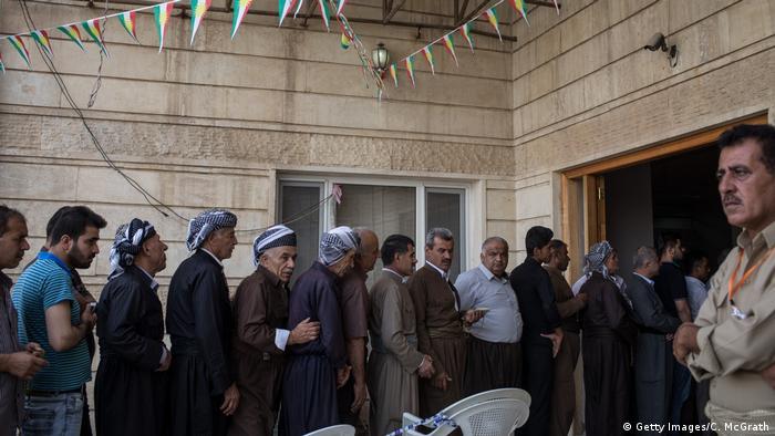 Iraklı Kürtler oy kullanmak için sıra bekliyor