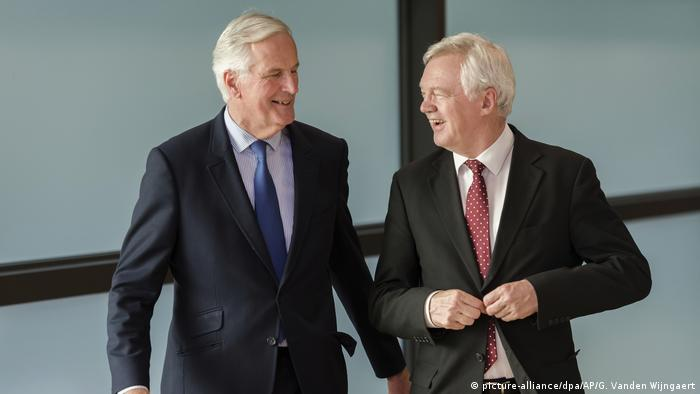 Michel Barnier and David Davis at Brexit talks in Brussels (picture-alliance/dpa/AP/G. Vanden Wijngaert)