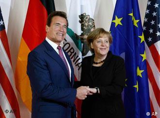 Angela Merkel y Arnold Schwarzenegger: el gobernador de California en la CeBIT.