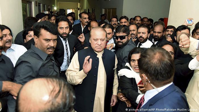 Pakistan Gerichtshof in Islamabad Korruptionsvorwürfe Nawaz Sharif (picture-alliance/AP Photo/Pakistan Muslim League)