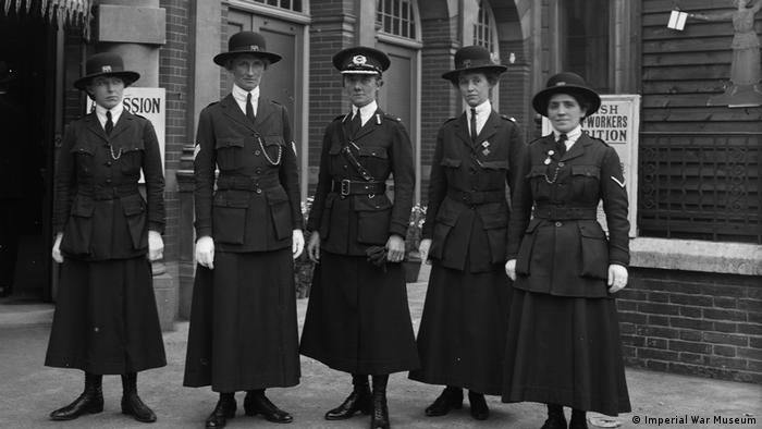 women in uniform in london 1916 (Imperial War Museum)