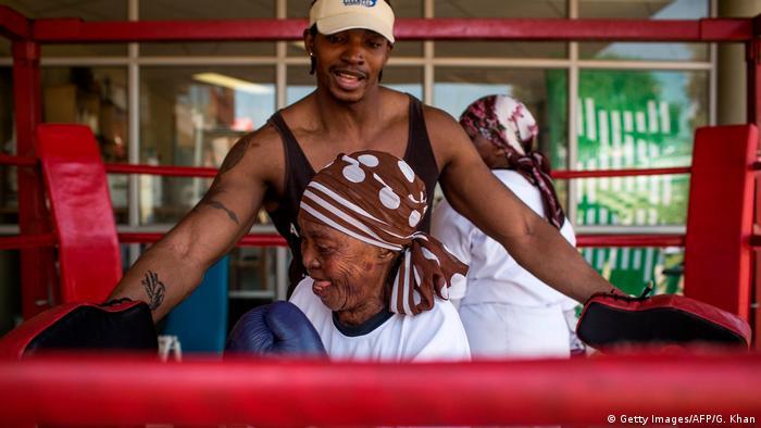 Nqobile Khumalo i jedna boksačica