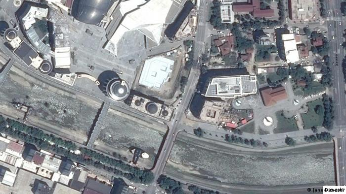 Како исчезнуваше зеленилото во Скопје: Кејот на Вардар кај МНР во 2017 година.