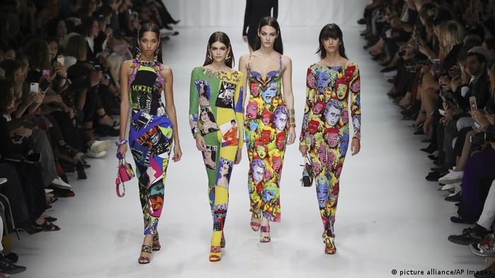 Italien, Mailand, Modenschau, Versace (picture alliance/AP Images)