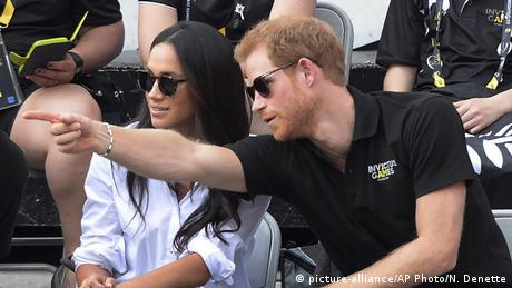 Prinz Harry mit Freundin Meghan Markle bei den Invictus Games in Toronto (picture-alliance/AP Photo/N. Denette)