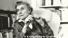 Lindgren, Astrid; schwedische Schriftstellerin (Kinderbuchautorin); Näs bei Vimmerby 14.11.1907 – Stockholm 28.1.2002. Astrid Lindgren während eines Gespräches in ihrer Wohnung in Stockholm, Dalagatan 46. Foto, 28. Januar 1987.  