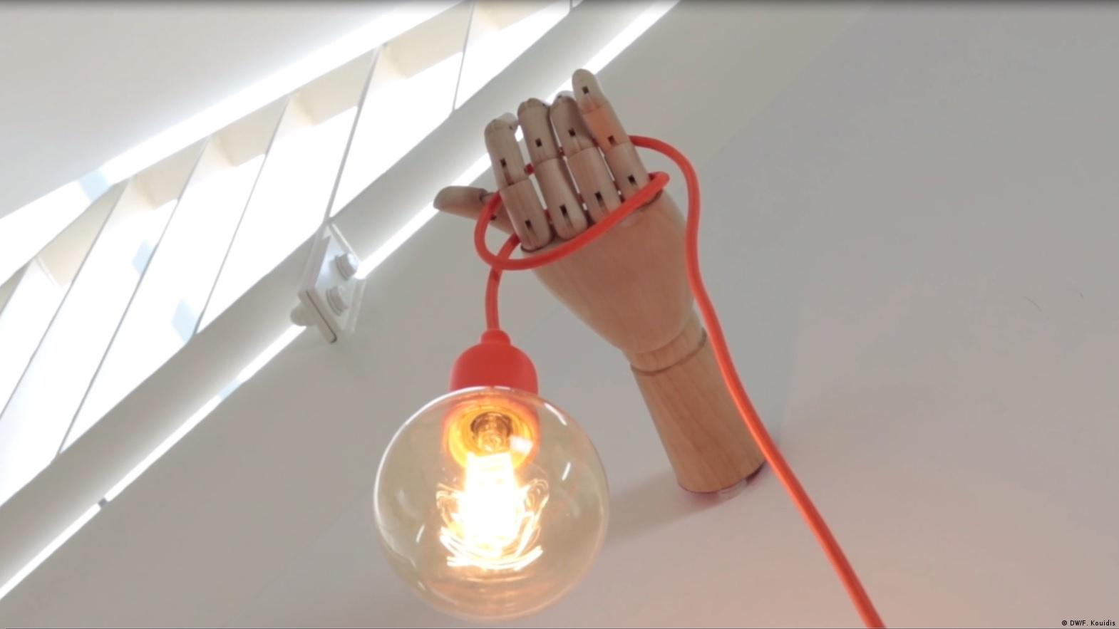 Instructions On How To Make A Wooden Hand Lamp