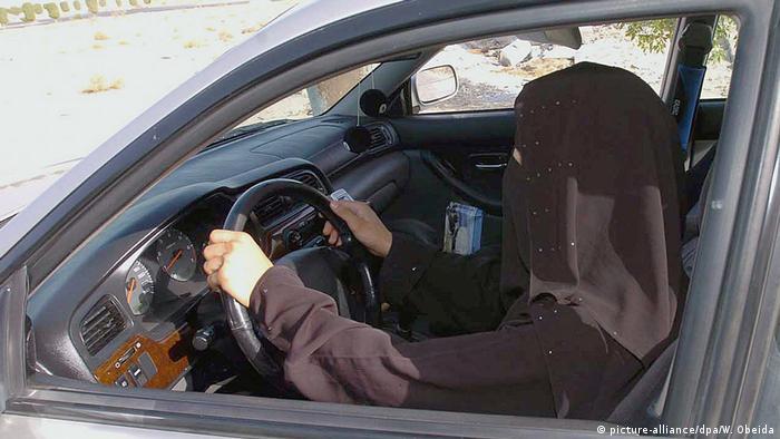 Autofahrerin in Saudi-Arabien (picture-alliance/dpa/W. Obeida)