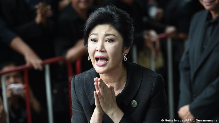 La ex primera ministra tailandesa Yingluck Shinawatra, que huyó del país tras ser condenada por negligencia, está refugiada en Reino Unido, señaló hoy el Gobierno militar de Tailandia. (9.01.2018).