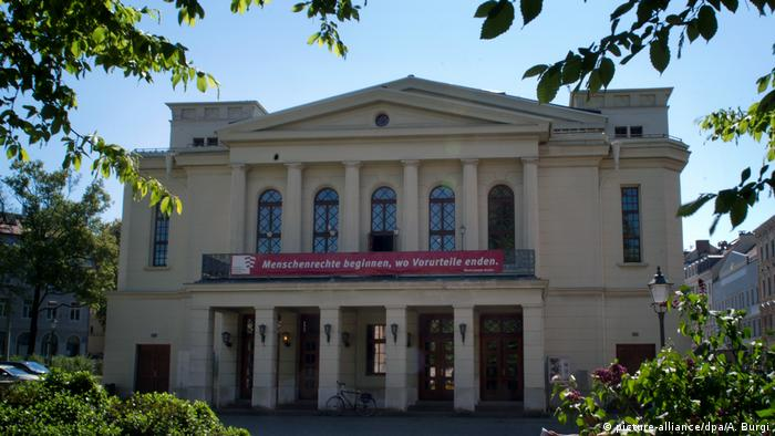 The Gerhart-Hauptmann-Theater in Görlitz promotes tolerance (picture-alliance/dpa/A. Burgi)