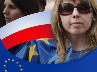 Symbolbild zum Thema Polnische Gesichter Europas Original: School girls dressed in European Union flag colors walk in the Schumann Parade in Warsaw, Poland, Saturday, May 10, 2008. Every year in Warsaw a colourful parade takes place to honour Robert Schumann, whose ideas led to the creation of the European Union. DW-Grafik: Peter Steinmetz, 03.03.2009