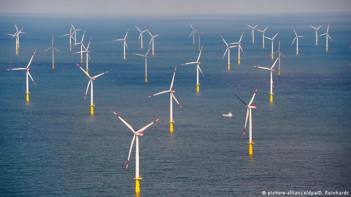 Deutschland Windenergie Offshore-Windpark Butendiek (picture-alliance/dpa/D. Reinhardt)