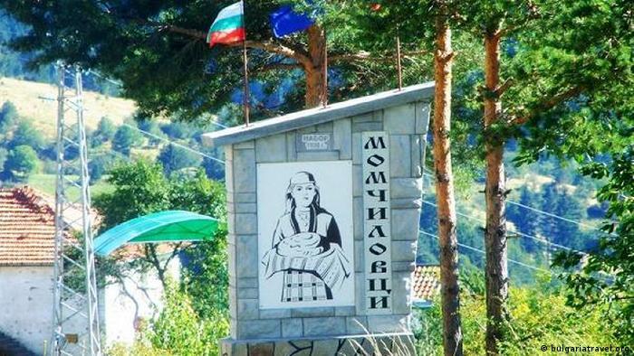 Bulgarien Momchilovtsi Yoghurt Dorfeingang (bulgariatravel.org)