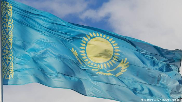 Flagge Kasachstan (picture-alliance/Arco Images)
