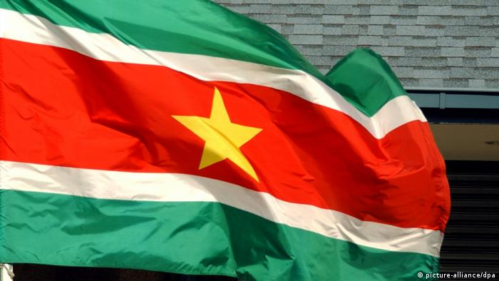 Surinam - Nationalflagge (picture-alliance/dpa)