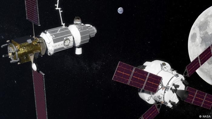 The Orion space craft is approaching the space station Deep Space Gateway
