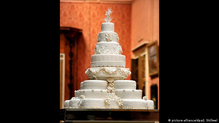 William and Kate's wedding cake (picture-alliance/dpa/J. Stillwel)