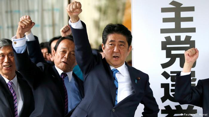 Japan Wahlen - Shinzo Abe (Reuters/T. Hanai)