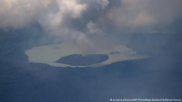 Vanuatu Manaro volcano (picture-alliance/AP Photo/New Zealand Defense Force)