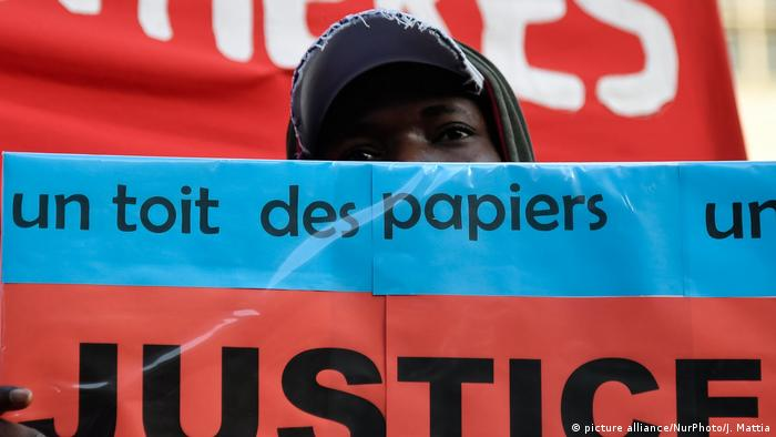 Frankreich - RESF Protest in Paris (picture alliance/NurPhoto/J. Mattia)