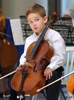 Cellista a los cuatro años.
