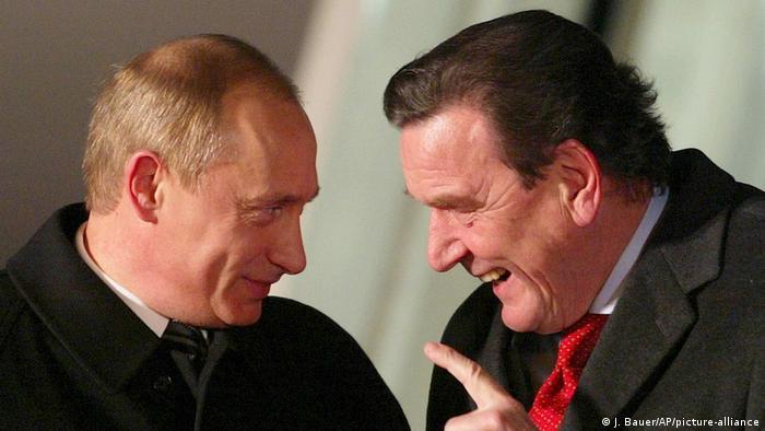Deutschland Gerhard Schroeder mit dem russiascher Präsident Wladimir Putin