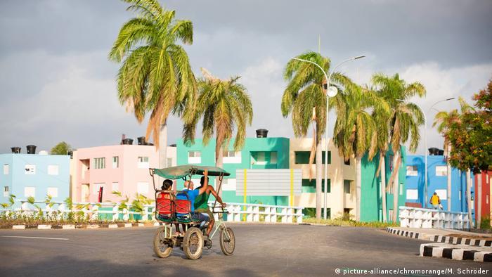 Kuba Straßenszene in Santiago de Cuba