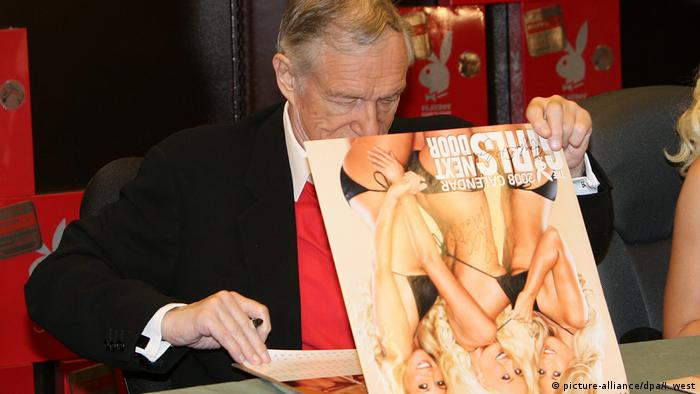 Hugh Hefner stellt Playboy-Kalender vor (picture-alliance/dpa/I. west)