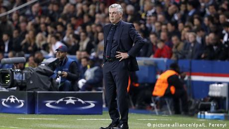 Carlo Ancelotti during Bayern Munich vs. Paris Saint-Germain (picture-alliance/dpa/L. Perenyi)