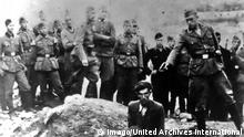 The Final Solution to the Jewish Question: An Einsatzgruppe D soldier about to shoot a Jew kneeling at a partially filled mass grave in Vinnitsa, Ukrainian SSR, Soviet Union, in 1942. The Einsatzgruppen were SS paramilitary task forces whose main purpose was the extermination of Jews. WHA PUBLICATIONxINxGERxSUIxAUTxONLY !ACHTUNG AUFNAHMEDATUM GESCHÄTZT! Copyright: WHA UnitedArchives012165 The Final Solution to The Jewish Question to Einsatzgruppe D Soldier About to Shoot a Jew kneeling AT a partially Filled Mass Grave in Vinnitsa Ukrainian SSR Soviet Union in 1942 The Einsatzgruppen Were SS paramilitary Task Forces whose Main Purpose what The extermination of Jews Wha PUBLICATIONxINxGERxSUIxAUTxONLY Regard date estimated Copyright Wha UnitedArchives012165