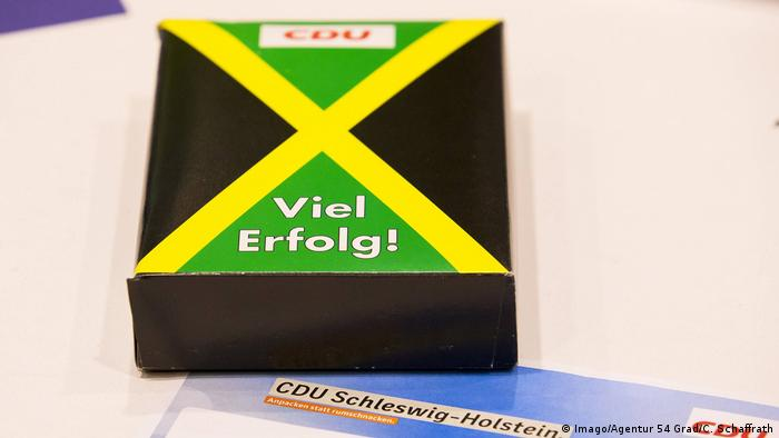 A box with the Jamaican flag (Imago/Agentur 54 Grad/C. Schaffrath)