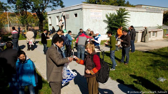 Tag der offenen Moschee in Dresden (picture-alliance/dpa/S. Kahnert)
