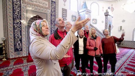Tag der offenen Moschee in Hürth (picture-alliance/dpa/U. Baumgarten)