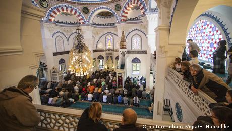 Tag der offenen Moschee in Berlin (picture-alliance/dpa/H. Hanschke)