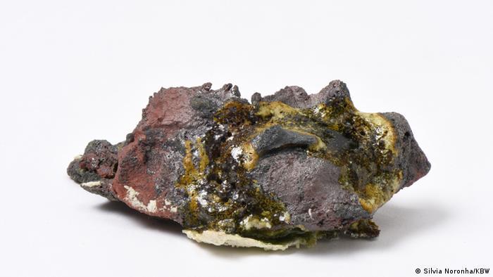 A transformação do material ocorreu com a aplicação de altas temperaturas, de até 1.400 graus Celsius