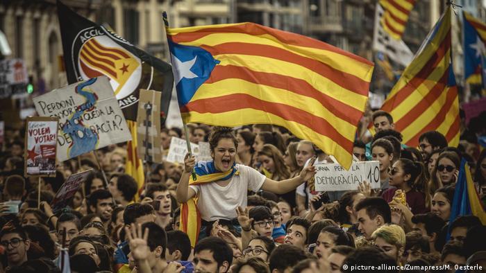 Spanien Referendum Katalonien Demonstration (picture-alliance/Zumapres/M. Oesterle)