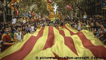 September 28, 2017 - Barcelona, Catalonia, Spain - Thousands of Catalan pro-independence students with a giant 'Estelada' flag shout slogans as they march through Barcelona in support of the planned secession referendum at October1st. Spain's constitutional court has suspended the Catalan referendum law after the Central Government has challenged it in the Courts |