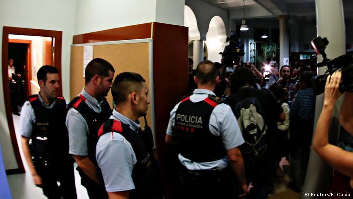 Spanien Referendum Katalonien Wahllokal in Barcelona (Reuters/E. Calvo)