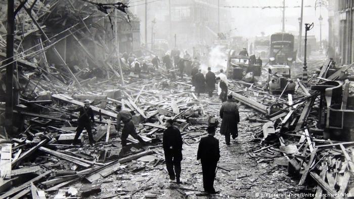 England Einschlag einer deutschen V-2 Rakete in London im Jahr 1941 (picture-alliance/United Archives/WHA)