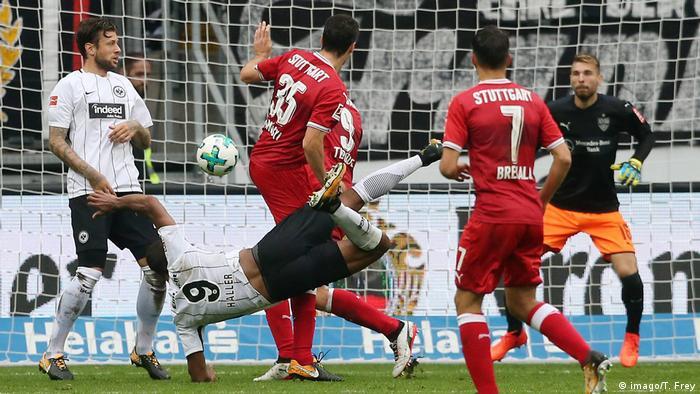 Deutschland Fußball 1 Bundesliga Eintracht Frankfurt VfB Stuttgart 7 Spieltag am 30 09 2017 in der Commerz | Tor Haller (imago/T. Frey)