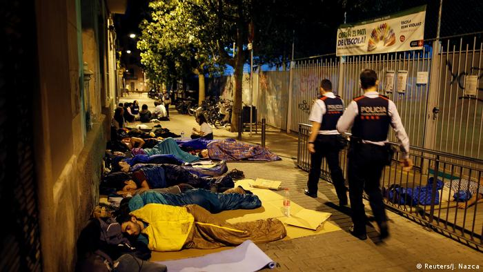 Activists in sleeping bags spend the night on the street in front of an elementary school (Reuters/J. Nazca)