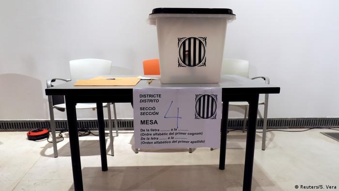 Spanien Referendum Katalonien Urne (Reuters/S. Vera)