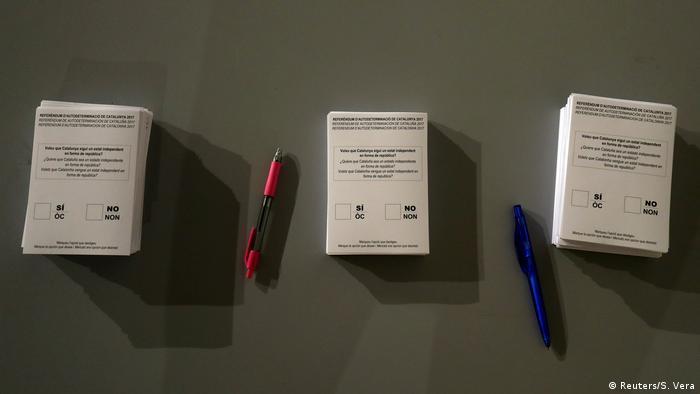 Spanien Referendum Katalonien Stimmzettel (Reuters/S. Vera)