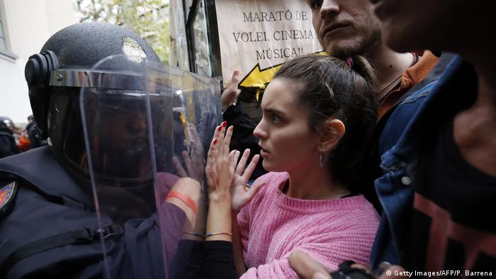 Spanien Referendum Katalonien Polizei (Getty Images/AFP/P. Barrena)