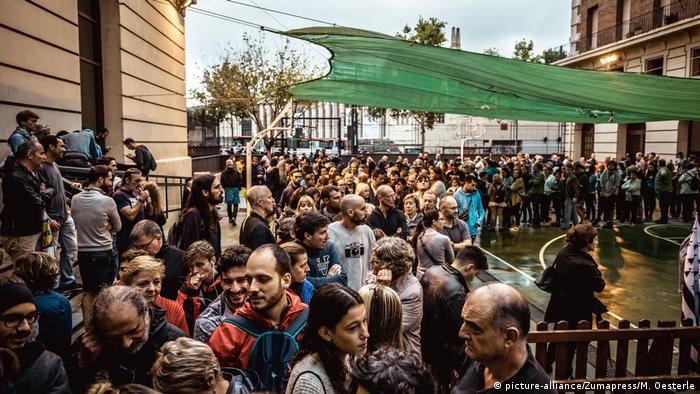 Spanien Referendum Katalonien (picture-alliance/Zumapress/M. Oesterle)